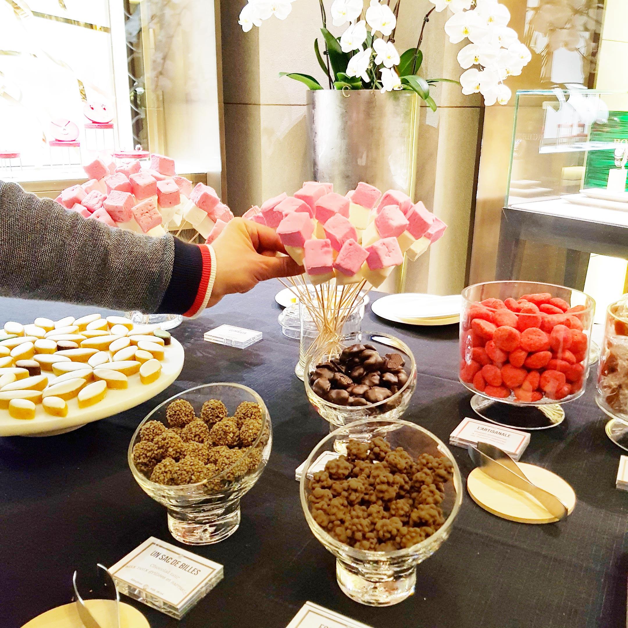 Bar à bonbon nougat , calisson , guimauve, fraise, chocolaté, ourson en guimauve au chocolat, café , ourson gélifié
